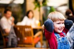 мальчик немногая играя усмехаться Стоковые Фото