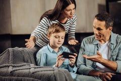 Мальчик отказывая положить вниз с телефона Стоковая Фотография RF