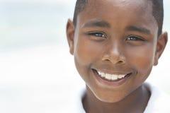мальчик пляжа афроамериканца счастливый Стоковые Изображения RF