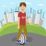 Мальчик подростка ехать электрический юнисайкл снаружи в городе в лете Стоковые Фото