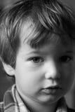 мальчик серьезный Стоковые Фотографии RF