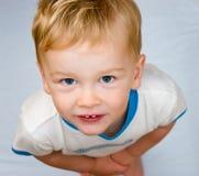мальчик смотря вверх Стоковая Фотография RF