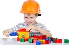 мальчик собирает конструктора Стоковая Фотография