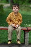 мальчик стенда немногая Стоковая Фотография