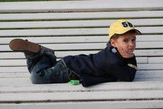 мальчик стенда стоковые фотографии rf
