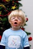 мальчик страшный к пробуя детенышам Стоковые Фотографии RF