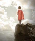 Мальчик супер героя готовый для того чтобы лететь Стоковое Фото