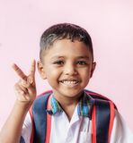 Мальчик счастливый идет к школе Стоковое Изображение