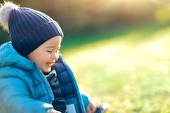 мальчик счастливый outdoors Стоковые Изображения