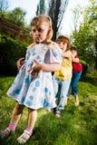Мальчик с девушками в парке Стоковое Изображение