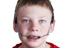 Мальчик с расчалками и headgear Стоковая Фотография