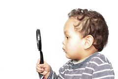 Мальчик с увеличивать - стекло стоковое изображение rf