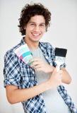 Мальчик с Paintbrush и Swatch цвета Стоковые Фото
