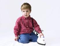 мальчик утюживя немногую стоковое фото rf