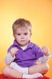 мальчик учит что немногая meditate к Стоковое Изображение