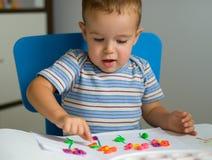 мальчик цветет пластилин Стоковое Изображение