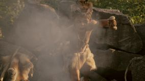 Мальчик шаманов на огне акции видеоматериалы