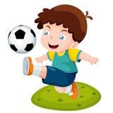 Мальчик шаржа играя футбол Стоковые Изображения RF