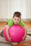 мальчик шарика большой Стоковые Изображения