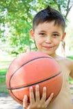 мальчик шарика вручает его немногую Стоковое Фото