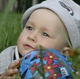 мальчик шарика младенца Стоковое фото RF