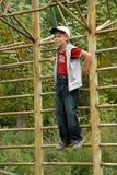 мальчик штанги горизонтальный Стоковые Фотографии RF