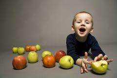 мальчик яблок Стоковое Изображение