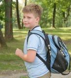 мальчик backpack Стоковое Изображение RF