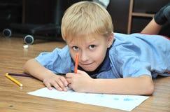 мальчик drowing Стоковое Фото