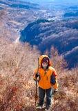 мальчик hiking горы Стоковое Изображение RF