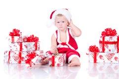 Мальчик Santa Claus с подарками рождества Стоковое Изображение RF