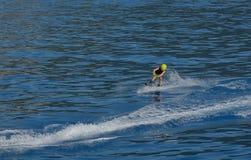 Мальчик Wakeboarding стоковая фотография