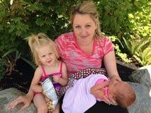 Мама держит дочерей Стоковые Изображения RF