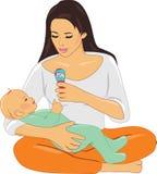 Мама и младенец играя с трещоткой Стоковая Фотография RF