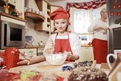 Мама и дочь в кухне Стоковое Фото