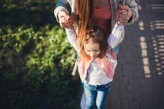 Мама и дочь имеют потеху Стоковое Фото