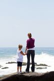 мама малыша пляжа Стоковое фото RF