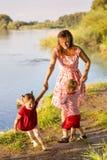 Мама с близнецами детей Стоковые Фотографии RF