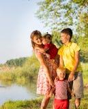 Мама с близнецами детей Стоковое Изображение