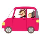 Мама управляя автомобилем с младенцем Стоковые Изображения