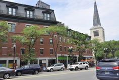 МАМЫ Кембриджа, 30-ое июня: Взгляд улицы Кембриджа городской в положении Massachusettes США Стоковая Фотография