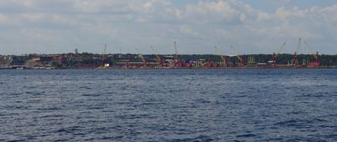 Манаус/Amazonas/Бразилия - перенесите в Манаус Корабли приходят и идут everytime продолжать грузы стоковое фото