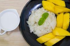Манго и липкий рис, десерт тайского стиля тропический стоковое фото