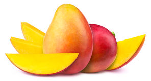 2 манго при изолированные куски Стоковые Изображения