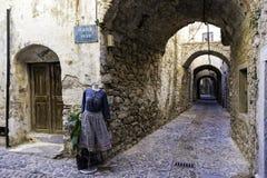Манекены с женщинами одевают на узких улицах Mesta стоковые изображения