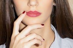 Маникюр и губы составляют Стоковые Фотографии RF