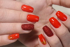 Маникюр молодости красный, ногти бархата Стоковые Фотографии RF