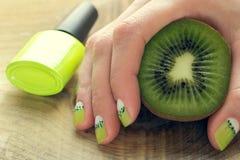 Маникюр ногтя искусства кивиа Стоковое Изображение RF