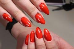 Маникюр с красным дизайном ногтей Стоковые Изображения RF