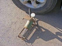 Манометр для измерения давления в шинах автомобиля стоковые изображения